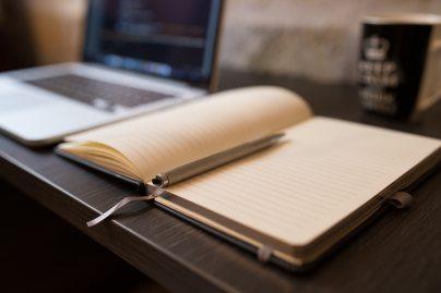 blogging-computer-desk-34658